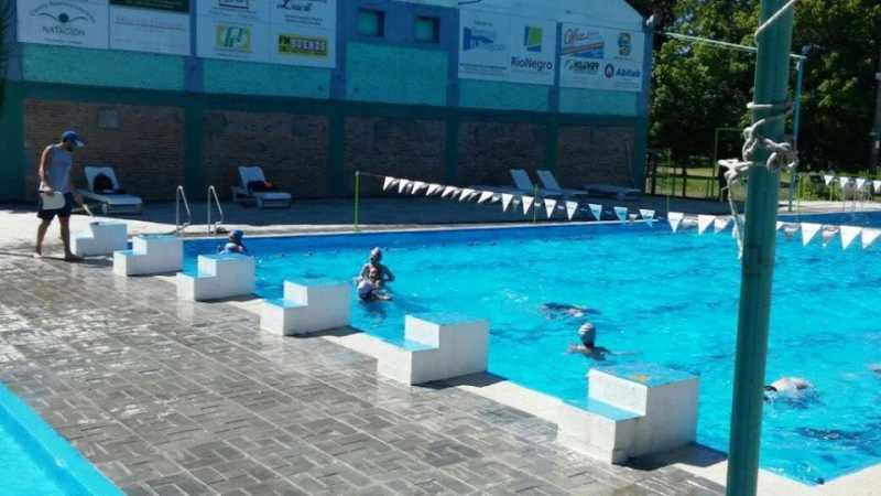 Inforio finde de amistosos en piscinas fraybentinas for Hablemos de piscinas
